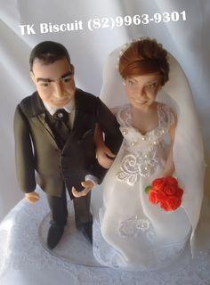 Noivinhos personalizados feitos através de fotos. Não faço réplicas apenas coloco algumas características dos noivos. terezabiscuit@yahoo.com,br