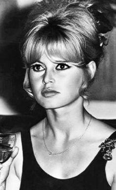 Brigitte Bardot Young, Bridget Bardot, Super Women, Wonderwall, Fashion Pictures, Female Art, Style Icons, Olympus, Celebrities