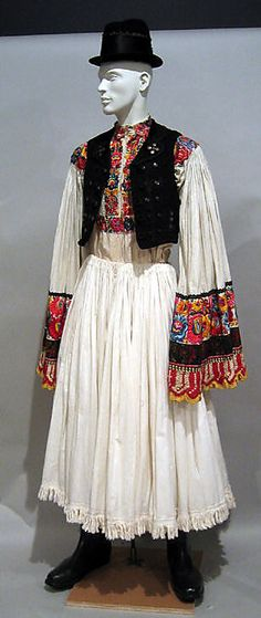 Hungarian ensemble via The Costume Institute of the Metropolitan Museum of Art, /magyar népviselet(férfi) Folk Clothing, Culture Clothing, Costumes Around The World, Hungarian Embroidery, Diy Embroidery, Ethnic Dress, Folk Fashion, Costume Institute, Arte Popular
