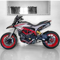 This is so sic! Ducati Motorbike, Moto Ducati, Custom Motorcycles, Custom Bikes, Cars And Motorcycles, Street Fighter Motorcycle, Motorcycle Bike, Ducati Hypermotard, Enduro