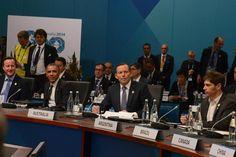 El documento final del G20 refleja en varios puntos la postura de nuestro país. En particular sobre la necesidad de abordar la cuestión de los procesos de reestructuración de deuda y el peligro que implican los fondos buitre para el sistema financiero internacional. También quedaron reflejadas otras posiciones: la agenda de la demanda agregada, el empleo de calidad, la lucha contra la especulación financiera…