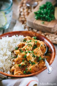 Learn how to make the best chicken curry from a Caribbean chef. A chicken curry dish made with a combination of gentle spices. Great Recipes, Dinner Recipes, Favorite Recipes, Amazing Recipes, Indian Food Recipes, Ethnic Recipes, Indian Foods, African Recipes, Indian Dishes