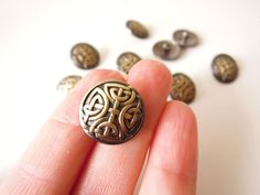 5 Celtic knot buttons - Irish knot Viking knot metal shank buttons in antiqued brass gold finish - Shank brass buttons 17 mm by BrightonBabe on Etsy