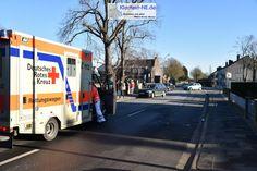 Grevenbroich-Wevelinghoven – Gegen 14:00 Uhr ereignete sich in Wevelinghoven, im Kreuzungsbereich von Zehntstraße und Oststraße, ein Verkehrsunfall in dessen Verlauf mehrere Personen Verletzungen erlitten. Die genaue Unfallursache ist Gegenstand polizeili