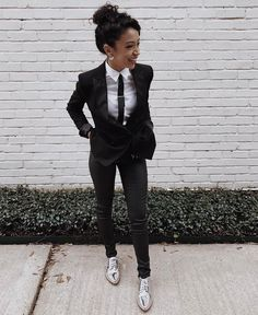 Prom Suit Outfits, Tomboy Formal Outfits, Lesbian Outfits, Mode Outfits, Tomboy Fashion, Suit Fashion, Androgynous Fashion Women, Fashion Black, Androgynous Girls