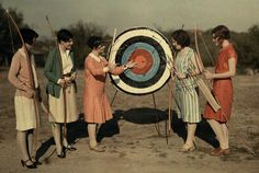 Women Archers - Austin Texas - 1928 - National Geographic Have you ever taken archery? It made my arms so sore. Vintage Photographs, Vintage Photos, 1920s Photos, National Geographic, Lyon, Woman Archer, Elfa, Traditional Archery, Roaring 20s