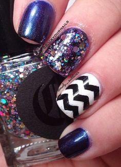 Edgy Chevron Glitter Nails.