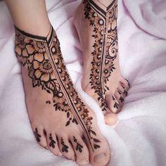 Pretty Henna Designs, Finger Henna Designs, Legs Mehndi Design, Modern Mehndi Designs, Mehndi Designs For Girls, Mehndi Designs For Fingers, Mehndi Design Images, Mehndi Designs For Hands, Henna Tattoo Designs