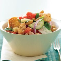 Big cubes of bread in this traditional Italian salad soak up the zesty dressing; white beans and provolone pump up the protein for a well-balanced vegetarian meal.