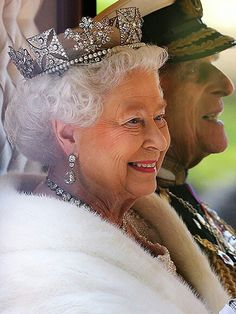 On September 2015 Queen Elizabeth II became the longest reigning British monarch, surpassing her great-great grandmother Queen Victoria who ruled for 63 years. ~ God Save The Queen! Long May She Reign! Royal Uk, Royal Queen, Windsor, Reine Victoria, Queen Victoria, Royal Tiaras, Royal Jewels, God Save The Queen, Prinz Philip