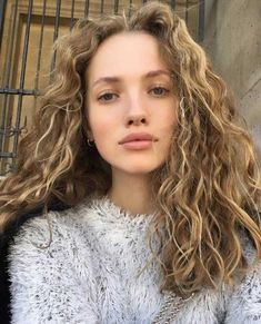 Trendy Ideas for hair curly natural curls style Cabelo Natural 3c, Natural Curls, Summer Hairstyles, Messy Hairstyles, Pretty Hairstyles, Quince Hairstyles, 1920s Hairstyles, Christmas Hairstyles, African Hairstyles