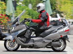 2011 Suzuki Burgman 650 Executive left side action