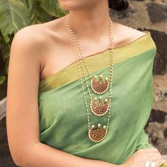 Designer Jewelry Long Necklace 3 Layered Motif Designs With Kemp Stones – Jumkey Fashion Jewellery Tiffany Jewelry, Simple Jewelry, Fine Jewelry, Stylish Jewelry, Gold Jewelry, Gold Bangles, Light Weight Gold Jewellery, Jewelry Stand, Opal Jewelry