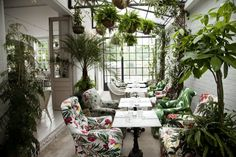 Bourne & Hollingsworth Buildings in London have SO MUCH greenery indoors. Love this space and all the nature! /ES