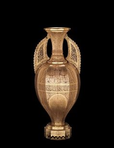 Alhambra-style Vase, Harrach, 1860 Corning Museum of Glass Gold Glass, Glass Art, Corning Museum Of Glass, Glass House, Vases Decor, Islamic Art, Czech Glass, Old Things, Antiques