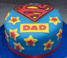 Dad will love this Super Dad cake on Father's Day Fathers Day Cupcakes, Fathers Day Cake, Fancy Cakes, Cute Cakes, Fondant Cakes, Cupcake Cakes, Superman Cakes, Dad Cake, Gateaux Cake