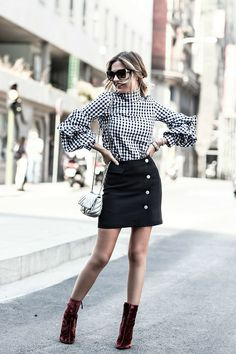 URBAN – Mi Aventura Con La Moda. Black and white vichy blouse+black buttoned skirt+burgundy heeled booties+silver shoulder bag+sunglasses. Fall Transitional Outfit 2016