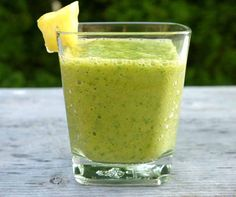 kale smoothie with pineapple, mango and banana. These are the smoothies I like to make.just with cold water. I only add a of frozen banana and about cup of pineapple or other fruit. Paleo Smoothie Recipes, Healthy Smoothies, Healthy Drinks, Paleo Recipes, Healthy Snacks, Healthy Fats, Mango Smoothies, Banana Recipes, Lunch Recipes