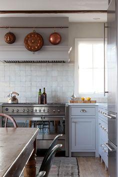 Home Decor Kitchen, Home Decor Bedroom, Home Kitchens, Kitchen Dining, Kitchen Cabinets, Beige Kitchen, Kitchen Mixer, Boho Kitchen, Interior Livingroom