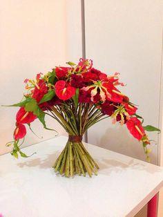 Ikebana, Art Floral Japonais, Shower Plant, Modern Flower Arrangements, Japanese Flowers, Arte Floral, Bridal Flowers, Floral Centerpieces, Flower Decorations