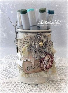 *Katharina Frei* - Kreatives Sammelsurium: Flower galore on an altered can Altered Tins, Altered Bottles, Altered Art, Bottles And Jars, Mason Jars, Shabby Chic Storage, Decoupage Jars, Tin Can Alley, Recycle Cans