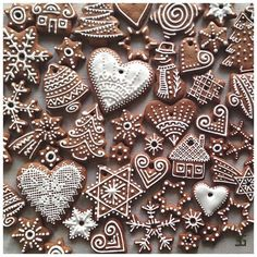 Oh What Fun! If you haven't had a Christmas cookie decorating party, you are missing out on one fun holiday event. Get inspired with these creative Christmas cookies (and some cakes, too!), then pick a date and host your own… Christmas Sweets, Christmas Mood, Christmas Gingerbread, Noel Christmas, Christmas Goodies, Christmas Baking, Holiday Fun, Christmas Crafts, Italian Christmas