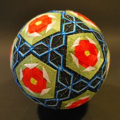 Temari via Roger Yorke, a dealer of antique ethnic textiles, specialising in Japanese Kimonos and textiles. Check out his other inspiring boards while your there, he has a feast of inspiration. The Temari here are by Nana Akua's Grandma who is in her 90′s!