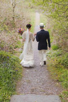 frida kahlo inspired bride and groom Wedding Looks, Boho Wedding, Beaded Collar, Gypsy Soul, Brighten Your Day, Celebrity Weddings, Beautiful Bride, Sim, Dress Making