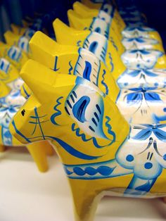 Dala horses - YELLOW?  oh my - NEED!  They weren't doing them in yellow when I was in Nusnas.