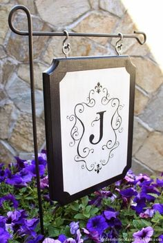 DIY // Monogrammed Outdoor sign instead of a flag Vinyl Crafts, Wood Crafts, Diy And Crafts, Diy Projects To Try, Craft Projects, Craft Ideas, Diy Vinyl Projects, Porche, Outdoor Signs