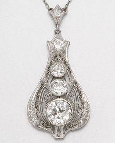 PLATINUM AND DIAMOND PENDANT NECKLACE, CIRCA 1920