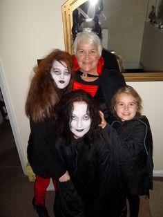 S.. C.. A.. R.. E.. Y      family portrait !! !!!!!!!! Halloween Goodies, Family Portraits, Board, Dresses, Fashion, Family Posing, Vestidos, Moda, Fashion Styles