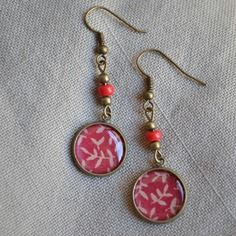 Boucles d'oreilles avec cabochon et perles rouges