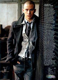 Channing Tatum - love his outfit! Sharp Dressed Man, Well Dressed Men, Channing Tatum, Fashion Moda, Mens Fashion, Bald Men, Gq Magazine, Raining Men, Gentleman Style