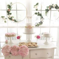 I'm fluttering and fleeting over this precious Floral 1st Birthday Party featured on #KarasPartyIdeas.com today (click link in bio)! Styled by Mary Barham of The Forever Teacher!
