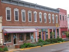This artsy little town offers unique shops and restaurants, family fun and small town life at its finest—but the nature scene thrives here too.