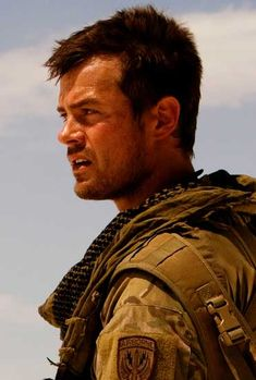 The definition of AMAZING! I know he is married, but a girl can dream! I've been obsessed since Transformers and now Safe Haven has pushed me over the edge Josh Duhamel Josh Duhamel Transformers, Eric Dane, Bae, Tamar Braxton, Hottest Male Celebrities, Baby George, Men In Uniform, Matthew Mcconaughey, Movies