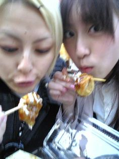 Young Rei and Momoko while eating takoyaki.