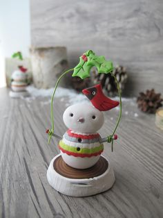 Tis the season to be making… this Yule log snowman mini sculpture is a perfect project to make as a gift or decorate the top of your holiday cake. Swirly Designs by Lianne and Paul Stoddard www.swirlydesigns.com