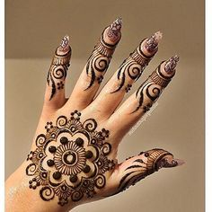 Love this! Check her out if you live in Vegas! @mehndikajoeyhenna nails by us