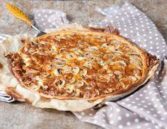 Tarte fine aux champignons et au #roquefort // Plus de #recette au roquefort sur le blog Les recettes Roquefort Papillon : www.recetteroquefort.fr Tarte Fine, French Food, Frittata, Junk Food, Camembert Cheese, Macaroni And Cheese, Toast, Breakfast, Pizza