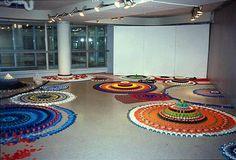 Ptits bouts de textiles - Les cahiers de Joséphine Bottle Top Art, Bottle Caps, Waste Art, Mandala, Josephine, Best Vibrators, Science Art, Recycled Art, Textiles