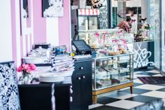 Hello pretty little shop! #love #isabellas #cakeandfood