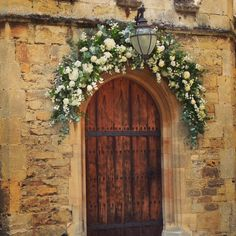 Half-arch at summer wedding in Oxford White Wedding Flowers, English Countryside, Classic White, Tuscany, Summer Wedding, Arch, That Look, Painting, Oxford