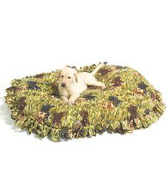 No sew fleece pet bed Fleece Blanket Diy, Dog Coat Pattern, Cheap Dog Beds, Fleece Dog Coat, Diy Dog Bed, Pet Treats, Mccalls Patterns, Dog Coats, Pet Beds