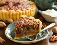 Tarte aux noix et au caramel beurre salé : http://www.cuisineaz.com/recettes/tarte-aux-noix-et-au-caramel-beurre-sale-75246.aspx