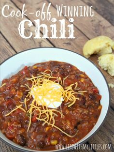 Cook-Off Winning Chili: The best and easiest chili to help you win those chili cook-offs! And it only has five ingredients! Cook-Off Winning Chili: The best and easiest chili to help you win those chili cook-offs! And it only has five ingredients! Best Chili Recipe, Chilli Recipes, Gourmet Recipes, Crockpot Recipes, Cooking Recipes, Healthy Recipes, Simple Chili Recipe, Easy Crockpot Chili, Blue Ribbon Chili Recipe