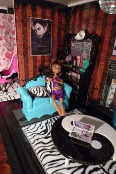 DYI Monster High house - Lounge room 002