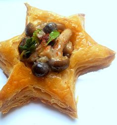 Puff Pastry Test: Little Mushroom Tartlets & Paprika-Thyme Sausage Rolls South African Dishes, South African Recipes, Puff Pastry Appetizers, Puff Pastries, Africa Recipes, 3 Course Meals, Frozen Puff Pastry, Sausage Rolls, Entrees