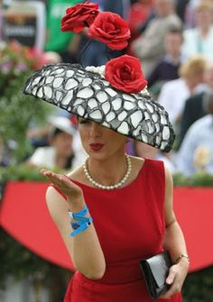 winning lady with lina stein hat at gallway races